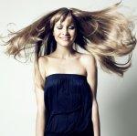 włosy wyprostowane za pomocą prostownicy do włosów
