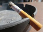 papieros, który został nabity przez maszynkę do papierosów